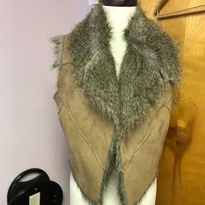 JDS tan faux suede vest with fur - large